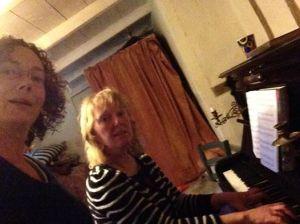 aan piano